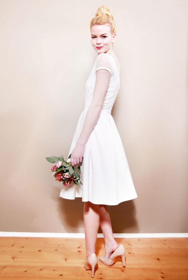 Camille Brautkleid mit Rückenausschnitt und kurzen Ärmeln