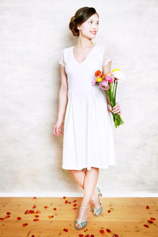 Brautkleid Bella mit V-Ausschnitt cremeweiß