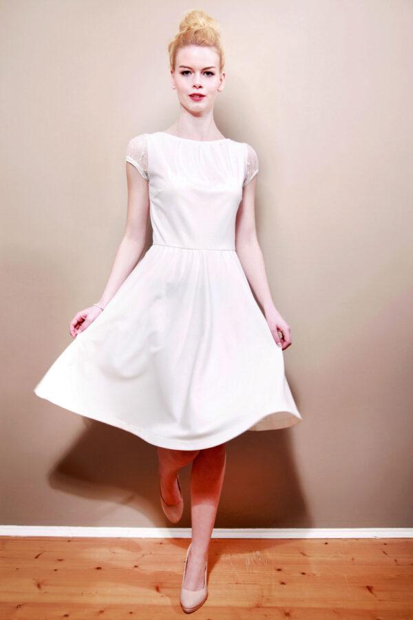 Brautkleid June mit Falten und Tellerrock cremeweiß